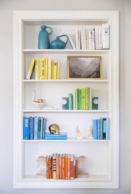 چیدمان شلف دکوراتیو با کتاب