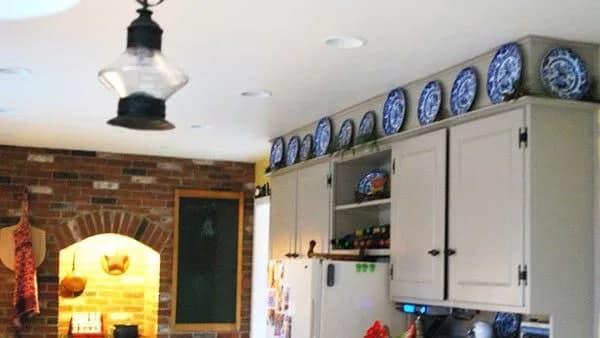 استفاده از ظروف دکوراتیو و زیبا در تزئین آشپزخانه